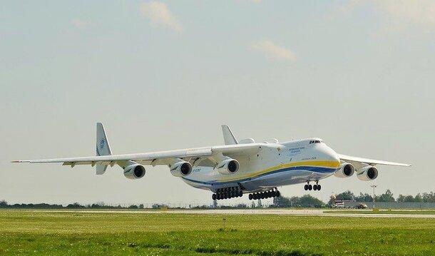 Największy transportowy samolot świata, przywiezie do Polski środki do walki z koronawirusem