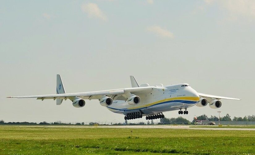 The largest transport plane in the world will bring the means to fight the coronavirus to Poland