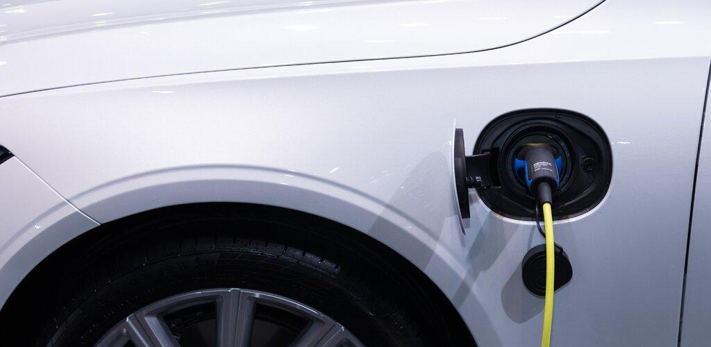 Energa poszerzy sieć ładowania pojazdów elektrycznych o oświetlenie uliczne