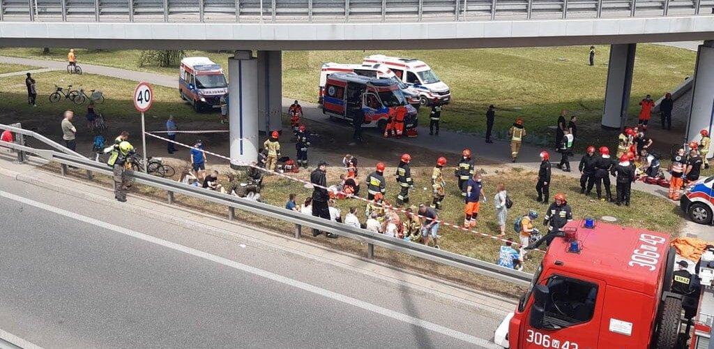 Ratownicy medyczni WOT pomagali w wypadku autobusu w Warszawie