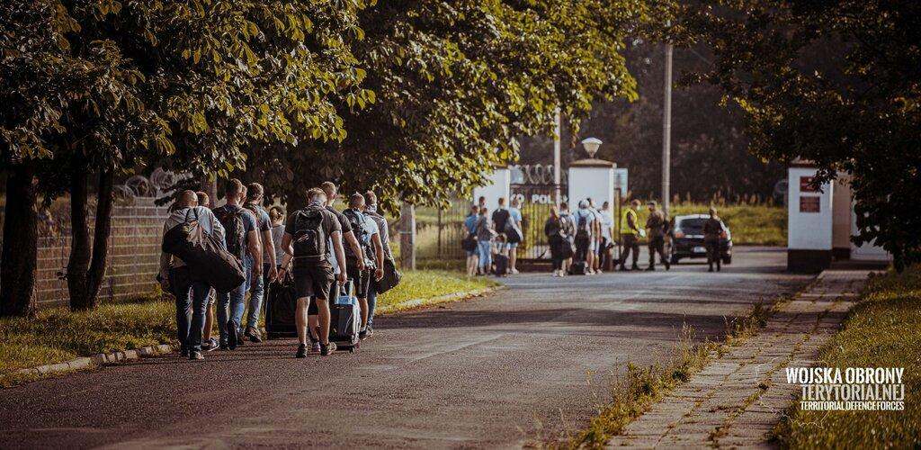 570 ochotników wstępuje w szeregi Terytorialsów