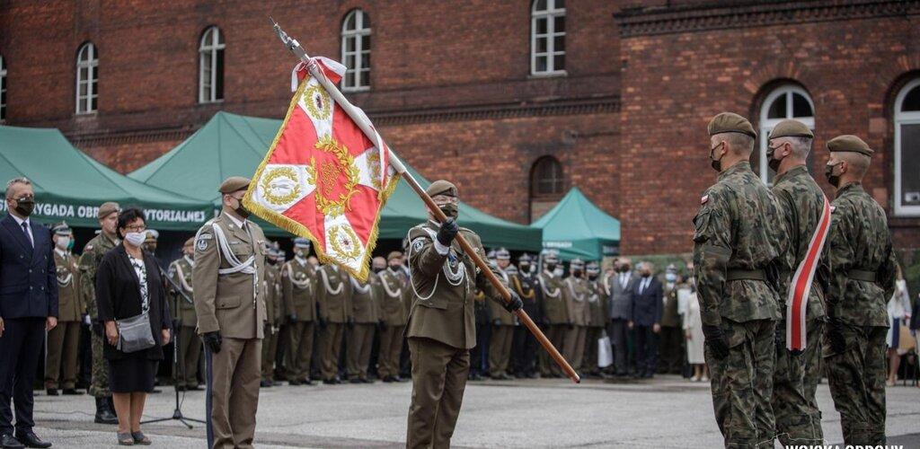 Sztandar wojskowy dla 8 Kujawsko - Pomorskiej Brygady OT