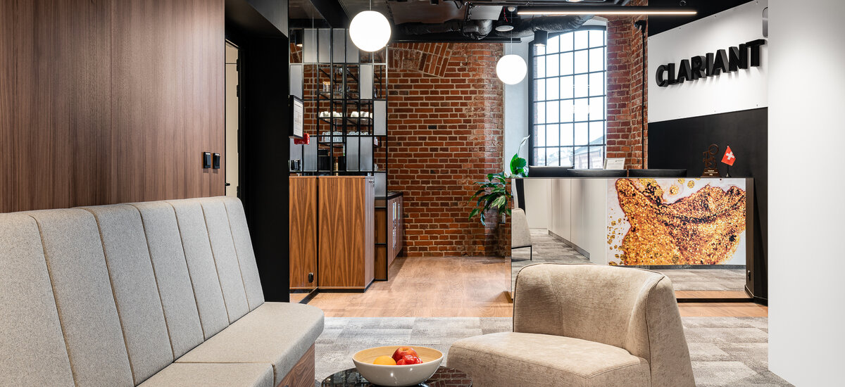 A modern interior design in ahistoric setting – Clariant's new office at Monopolis