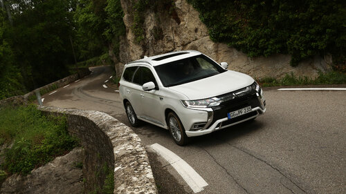 Mitsubishi Outlander PHEV i L200 zwycięzcami plebiscytu Fleet Awards 2020