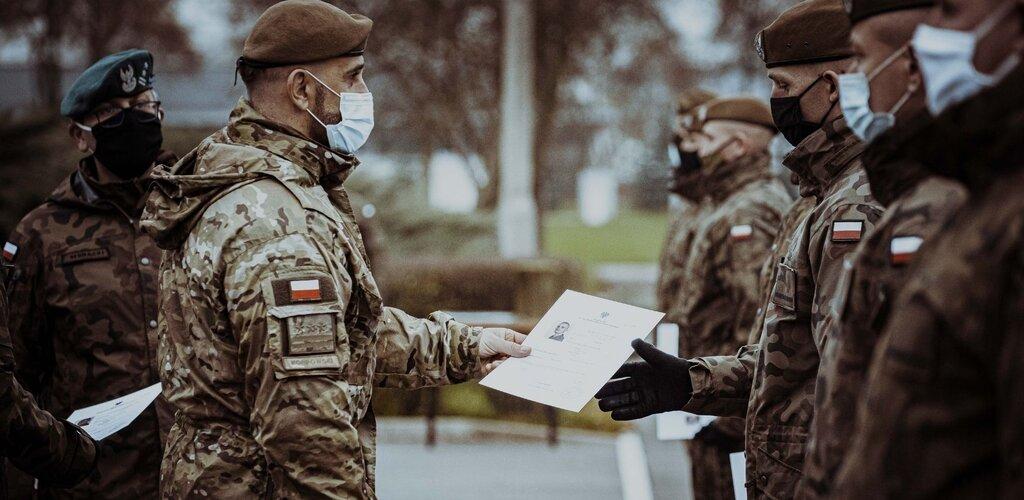 Pierwsi szeregowi zawodowi ukończyli kurs podoficerski SONDA