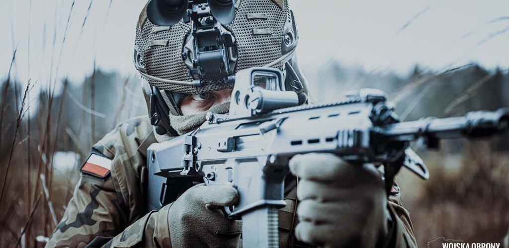 8 tys. hełmów HP-05 w jednostkach sił zbrojnych