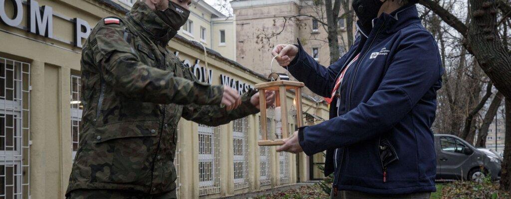 Żołnierze WOT otrzymali Betlejemskie Światło Pokoju od Harcerzy