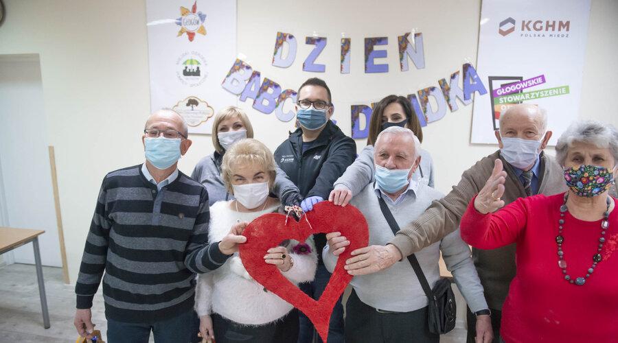 Świętujemy z seniorami Dzień Babci i Dziadka - wolontariusze KGHM wspierają osoby starsze na Dolnym Śląsku