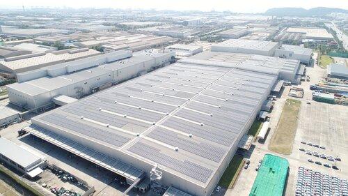 System fotowoltaiczny na dachu fabryki Mitsubishi Motors