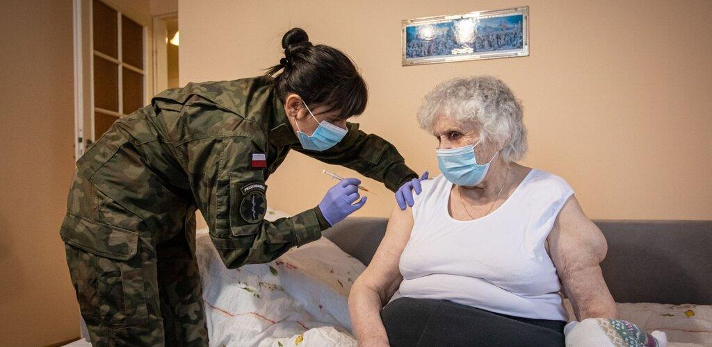 Terytorialsi kontynuują wsparcie szczepień seniorów i kombatantów