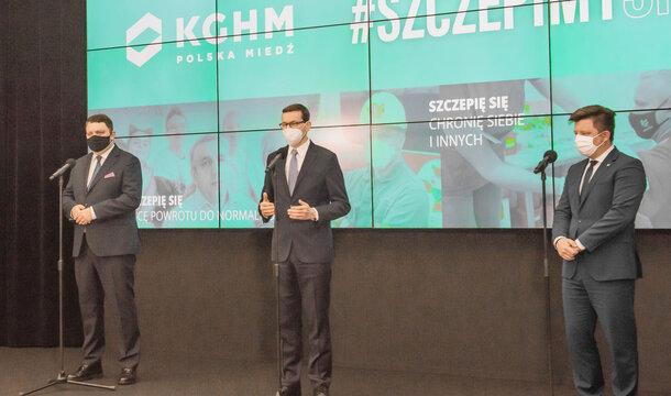 El Primer Ministro anuncia en KGHM nuevas normas de vacunación contra el COVID-19