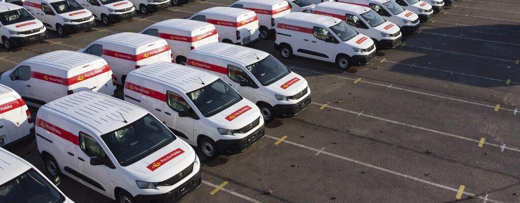 Nowa flota Poczty Polskiej w komplecie. Dotarło łącznie ponad tysiąc nowych samochodów dostawczych