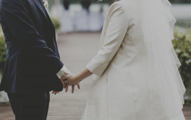 Ślubne zbiórki charytatywne coraz popularniejsze w Polsce