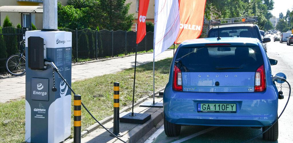 Energa udostępnia kierowcom innowacyjne ładowanie pojazdów na słupach oświetleniowych w Gdyni