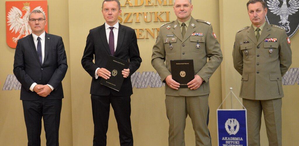 Poczta Polska nawiązała współpracę z Akademią Sztuki Wojennej