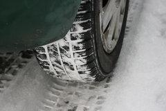 Should I use narrower tyres in winter?