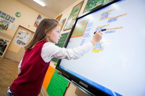 Monitory interaktywne Samsung – najnowsza technologia w służbie edukacji