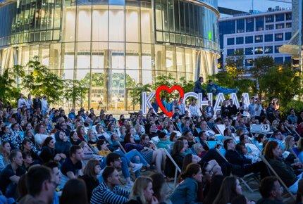 Kino Letnie na placu Europejskim przyśpiesza