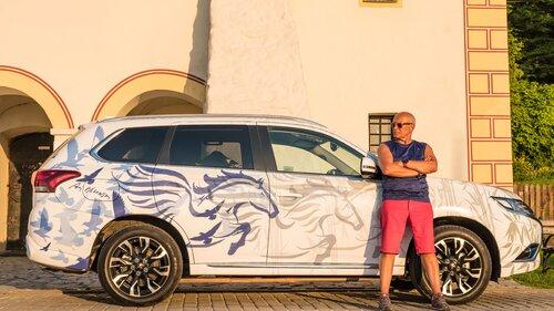 Andrzej Pągowski tworzy szatę dla Mitsubishi