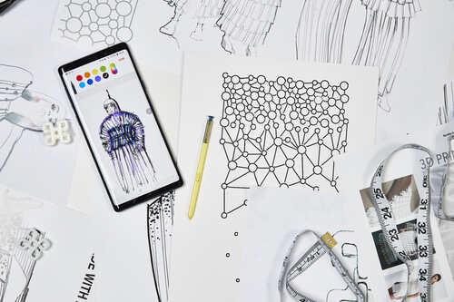 Mobile Couture: francuska projektantka mody i Samsung prezentują pierwszą na świecie kolekcję stworzoną przy pomocy smartfonu