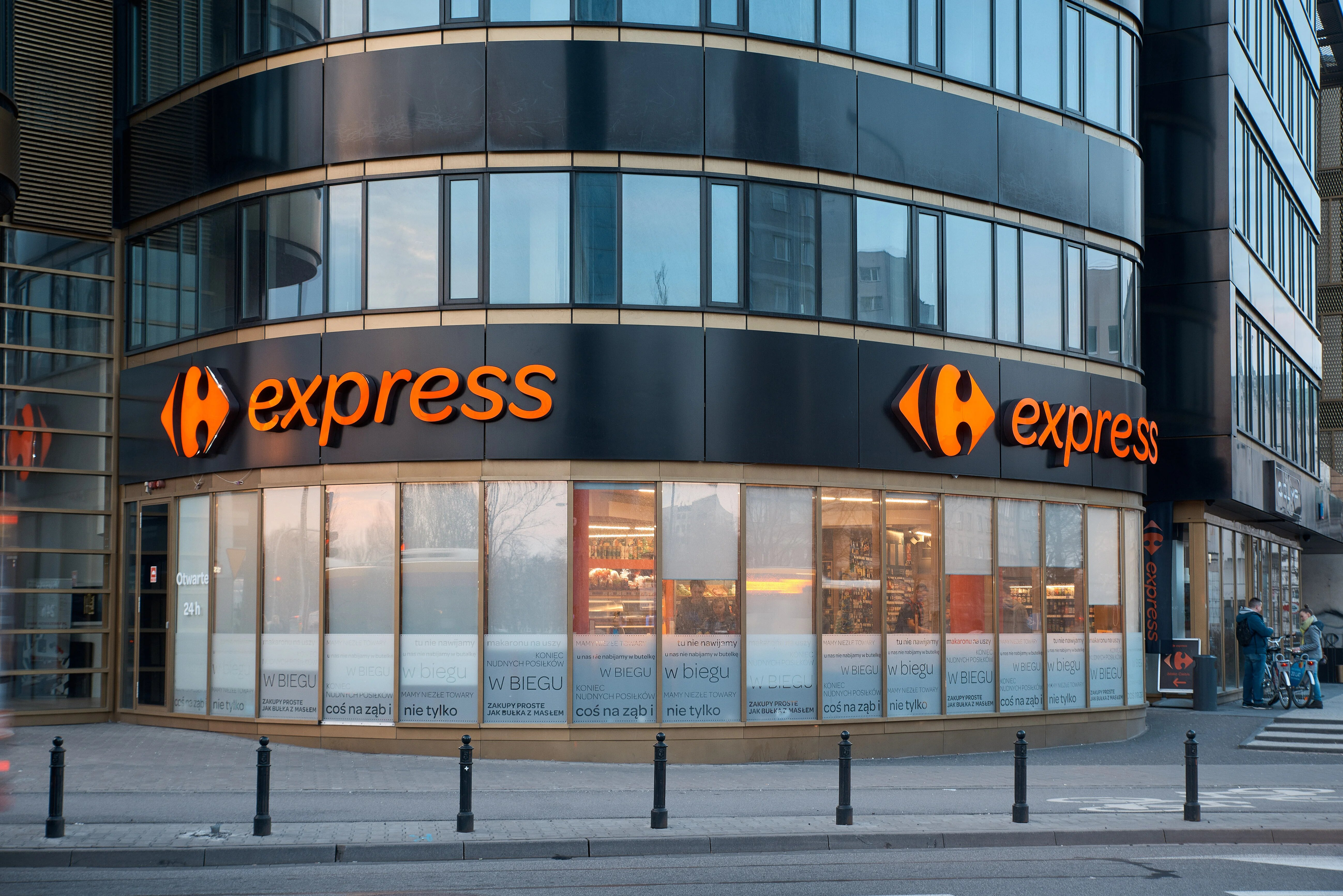 6243592b79 Carrefour rozwija ofertę sklepów franczyzowych i wprowadza kawomaty Costa  Coffee