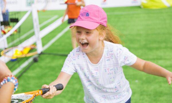 Bank BNP Paribas i Ula Radwańska zachęcają dzieci do gry w tenisa