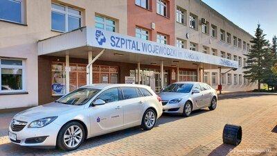 Pierwsze ze 120. aut przekazanych przez Grupę Kapitałową PKO Banku Polskiego na walkę z epidemią trafiły do służb medycznych i sanitarnych. Pomagamy Polsce i Polakom