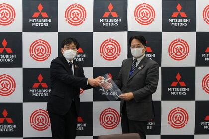 Firma Mitsubishi Motors rozpoczęła produkcję przyłbic zapobiegających rozprzestrzenianiu się Covid-19