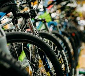 Coraz więcej osób wybiera rower zamiast auta zastępczego