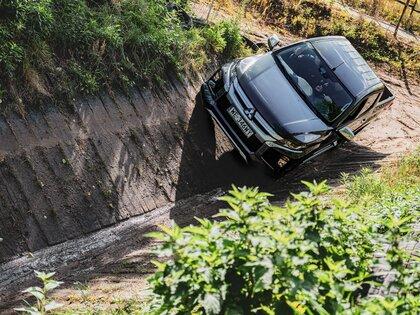 Mitsubishi L200 z nagrodą Car of The Year 2020 i dwoma prestiżowymi tytułami