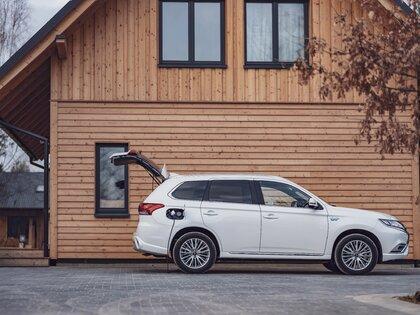Nowy plan środowiskowy Mitsubishi Motors - 40% redukcja emisji CO2 i 50% udziału aut elektrycznych do 2030 roku.