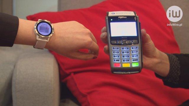 Chcemy płacić zbliżeniowo już nie tylko kartą i telefonem. Co czwarta osoba jest gotowa na nowe formy płatności