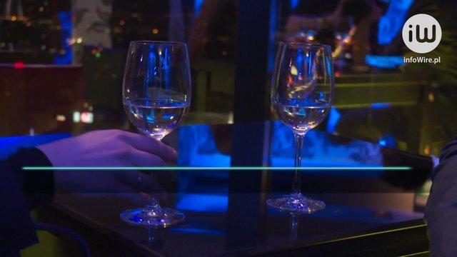 Ponad 1/3 Polaków spędzi sylwestra w domu. Nie chcą imprezować? A może ich nie stać?